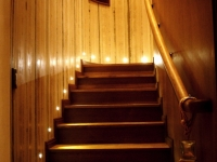 integrated LED step lights ensure safe passage to the upper floor at night even in low lighting presets